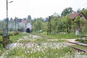 Ty2-911 + 4 wagony dwuosiowe z pociągiem Chabówka-Dobra. 28.05.2005. Fot.: Miłosz Mazurek.