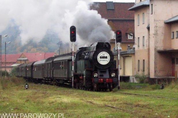 """OKz32-2 i """"Małopolski pociąg do przyjemności"""". Fot.: Michał Legutko."""