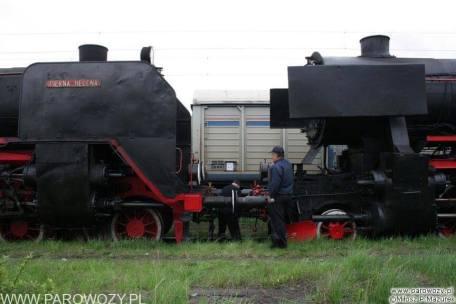 Parowozy z Chabówki w drodze na Paradę Parowozów w Wolsztynie (2006). Fot. Miłosz Mazurek.