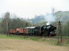 Ty42-107 z pociągiem nr 033300 Mszana Dolna-Marki-Raba Niżna 6.04.2014. Fot.: Łukasz Alczewski.