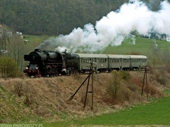 Ty42-107 z pociągiem nr 33300 Męcina-Męcina Podgórze 6.04.2014. Fot.: Łukasz Alczewski.