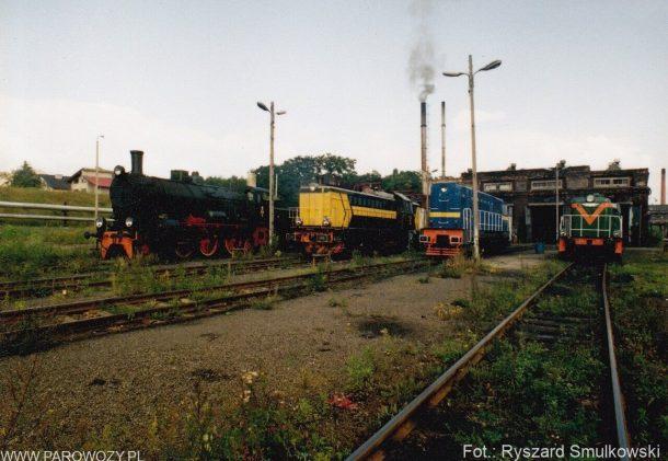 Ol12-7, SP32-094, T448P-051, SM42-24 w ZNTK Piła 01.09.1993. Fot.: Ryszard Smulkowski.