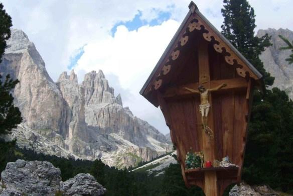 Croce sulle montagne