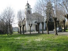 La chiesa di Viarolo in primavera