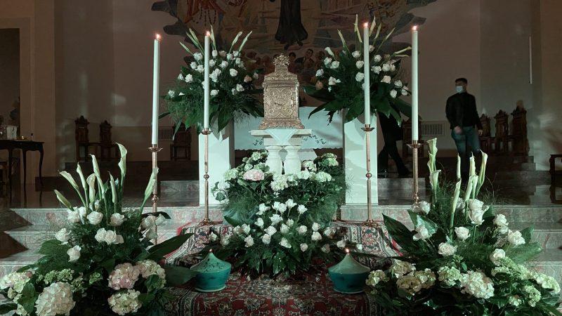Davanti al tabernacolo… dalla testa ai piedi