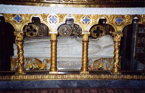 Tumba de Santa Catalina de Siena, bajo el Altar Mayor de la Basílica de Santa María sopra Minerva, en Roma.
