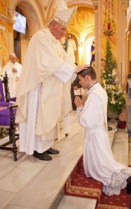 Ordenación Sacerdotal. Foto tomada de la web de nuestra Diócesis: www.diocesisdecartagena.org.