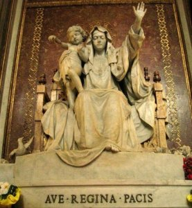"""Sagrada imagen de """"Santa María, Reina de la Paz"""". Basílica de Santa María la Mayor, Roma. (Pulsando en la imagen se puede ver ampliada)."""