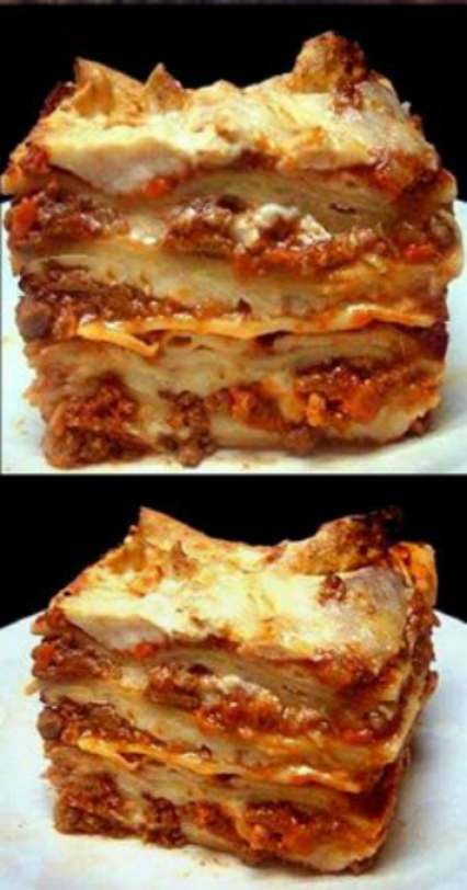 LASAGNA BOLOGNESE. The creamiest and meatiest lasagna you will ever have!
