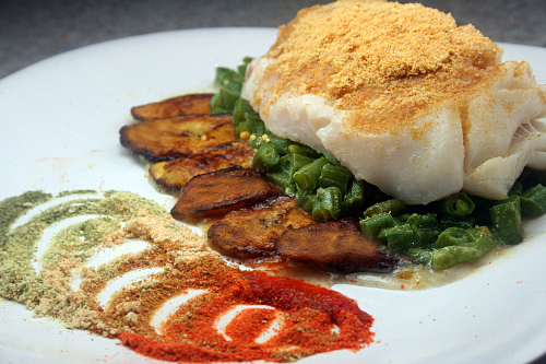 Cod with brown butterplantain powder and other flavor dipping powders, plus green beans buerra monte. A dish by Grant Achatz of Alinea.