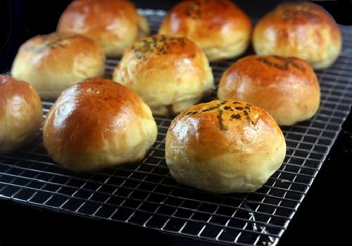 Baked BBQ Pork Buns (Char Siu Bao)