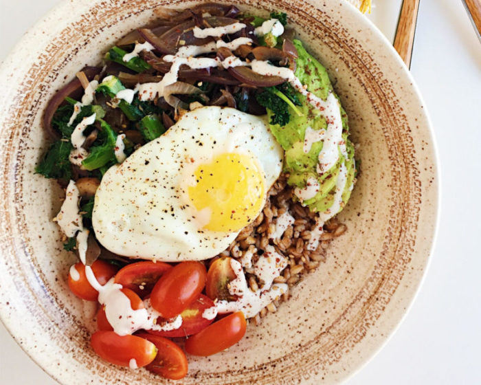Farro Breakfast Bowls with Za'atar and Tahini