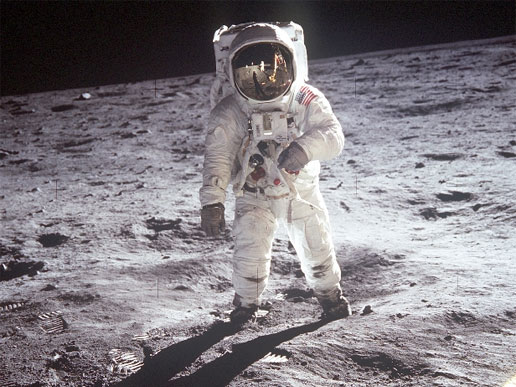 https://i1.wp.com/www.parstimes.com/spaceimages/man_on_moon.jpg