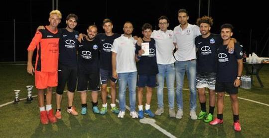 I giocatori della Francia con gli organizzatori del torneo