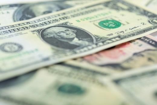 普通の会社員が大金を稼ぐ方法
