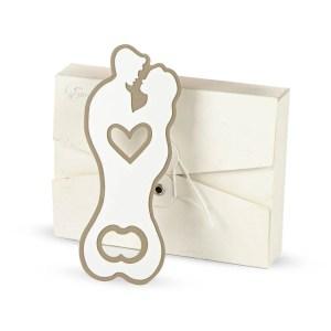 Bomboniera utile apribottiglia coppia bacio con scatola-0