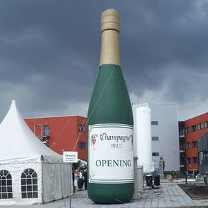 feestfiguur opening met champagnefles