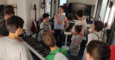 La salle de musique des bureaux de Google Montréal.