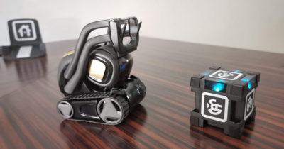 Vector cube robot domestique curieux Alexa