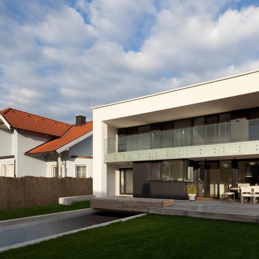 Außenansicht des fertiggestellten Einfamilienhauses E der Paschinger Architekten
