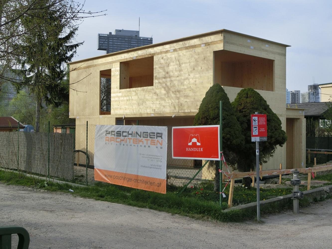 Rohbau des Einfamilienhauses B in Wien aus Brettersperrholz - Paschinger Architekten
