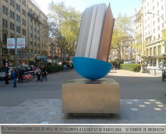 Monument al llibre = Monumento al libro de Joan Brossa