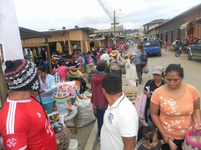Gobierno local aplica medidas racistas y represivas contra vendedores y vendedoras indígenas