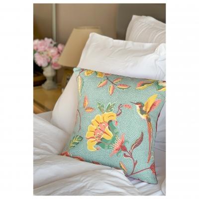 https www passimuette com coussins 702 coussin motifs fleurs couleurs pastelisees vert d eau jaune moutarde bordeau vieux rose html