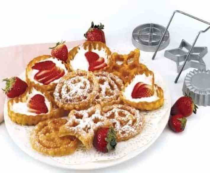 funnel cake rosettes, a delicious Christams treat