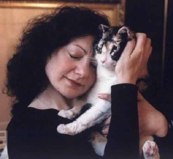 Scarlett-mom-cat-chat-sauve-flamme-bebe_4