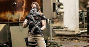 Fusil à l'épaule, elle traque les braconniers pour protéger les animaux sauvages