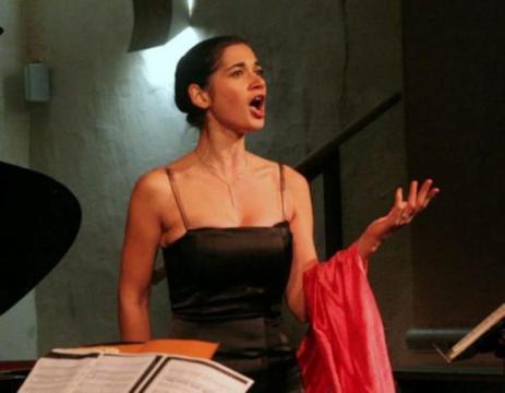 Larenka HOAREAU, soprano