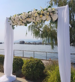 wedding-arch-manteo-resort-kelowna-florist