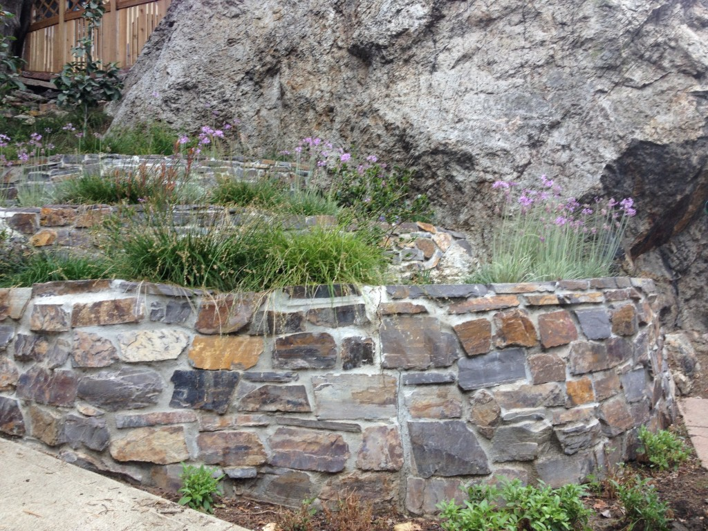 3 Stone Retaining Wall Ideas for Hillside Gardens on Patio Stone Wall Ideas id=97588