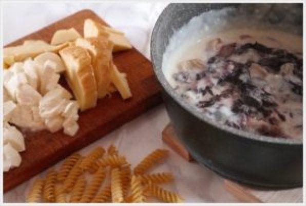 ricetta-pasta-al-forno-ai-formaggi-e-radicchio-ingredienti