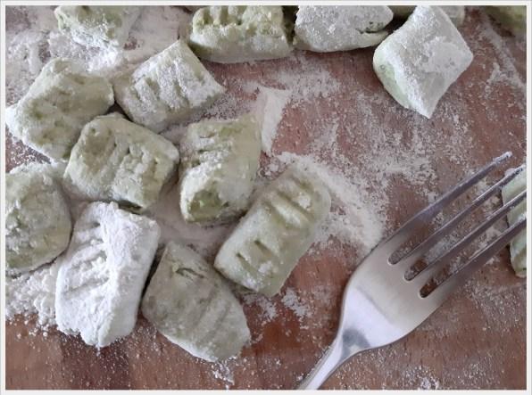 ricetta gnocchi di pane e piselli alla robiola