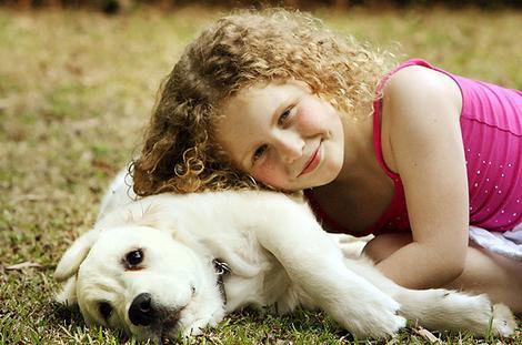 bambina e animale