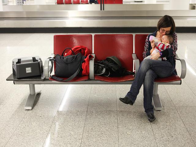 mamma in aereoporto