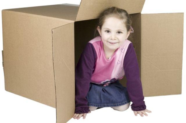 scatola-con-bambina-dentro