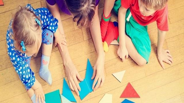 foto_mamma fa giochi educativi coi bimbi