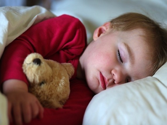 foto_insegnare ai bambini ad addormentarsi da soli