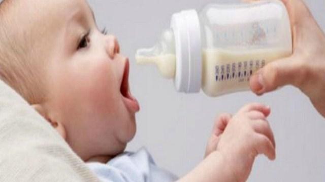 foto_allattamento_biberon