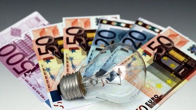 foto_banconote e lampadina