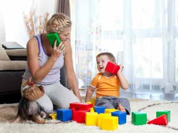 zia e nipote giocano