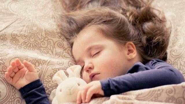 foto_bambina_che_dorme