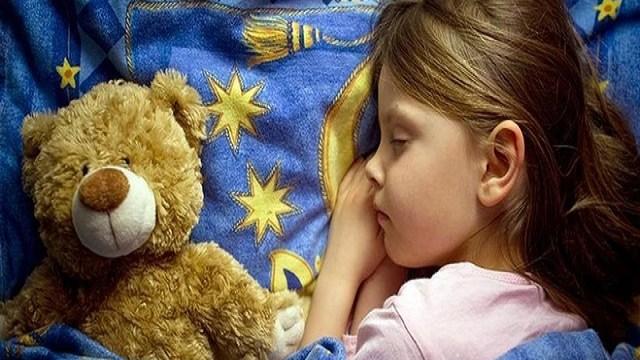 bambina dormire