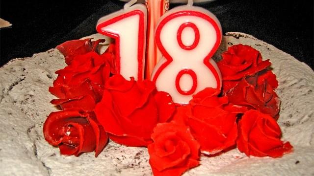 Frasi Auguri Compleanno Per Fb Immagini Con Frasi Di
