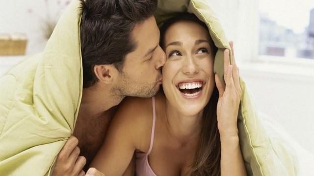 le posizioni a letto che migliorano il rapporto di coppia dopo la nascita di un figlio