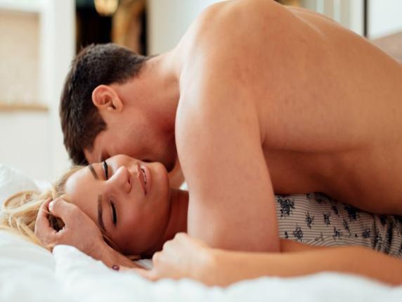 le 3 posizioni a letto che migliorano il rapporto di coppia dopo la nascita di un figlio