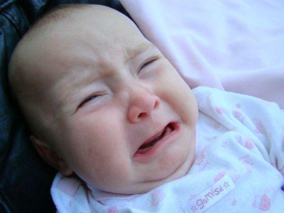neonato che piange